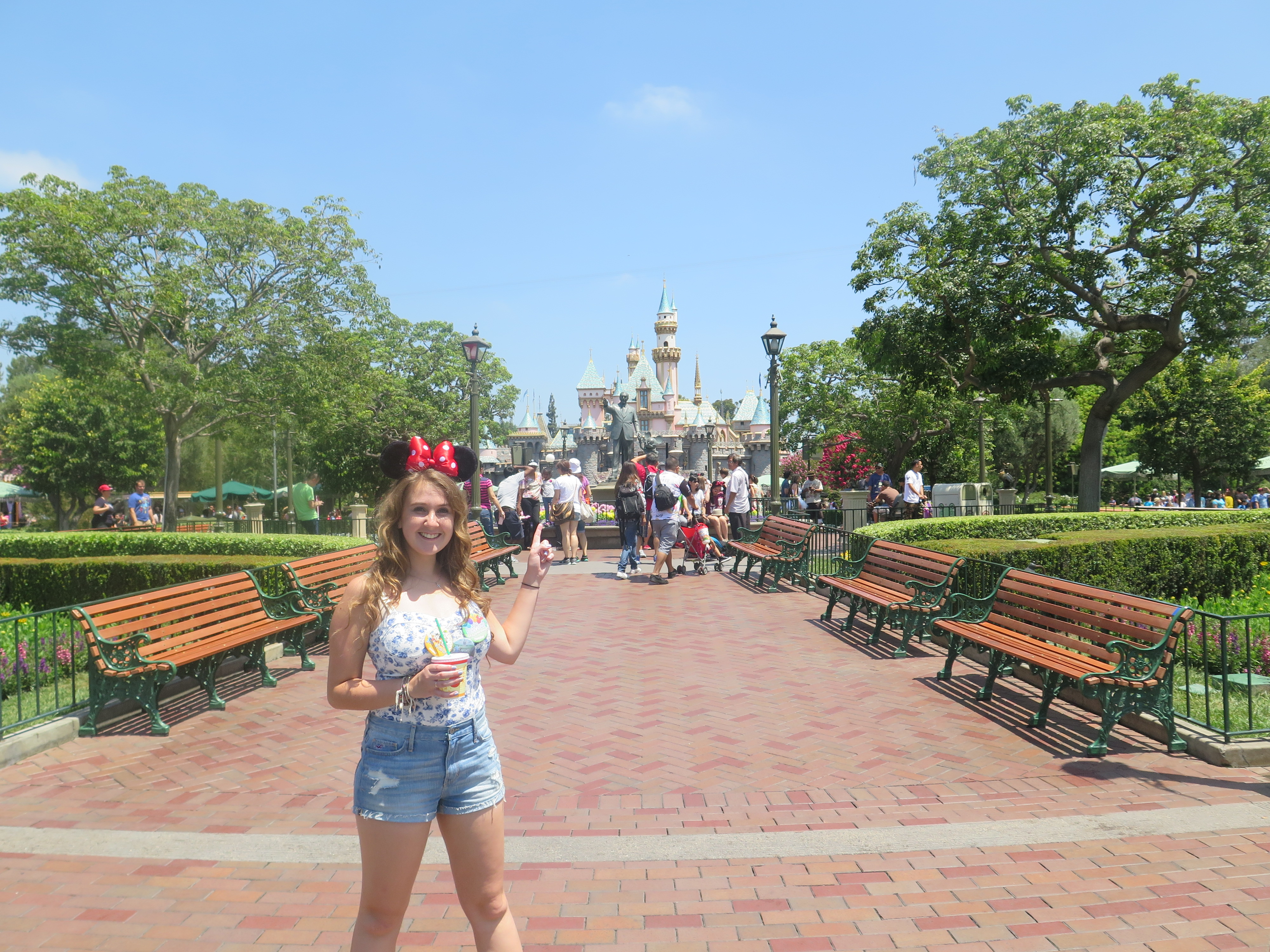 disneyland happiest place on earth Kyle21 disney world was once titled the happiest place on earth until it was retitled the most magical place on earth disneyland is now titled the happiest place on earth, and that's not true the top ten.